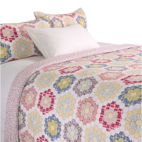 Alice cream with geometric flowers quilt