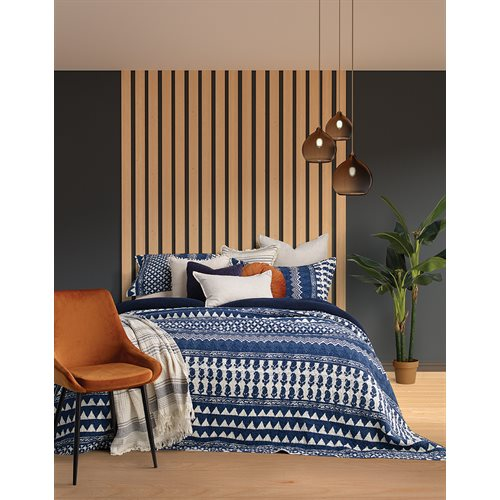 Ludo blue and white quilt